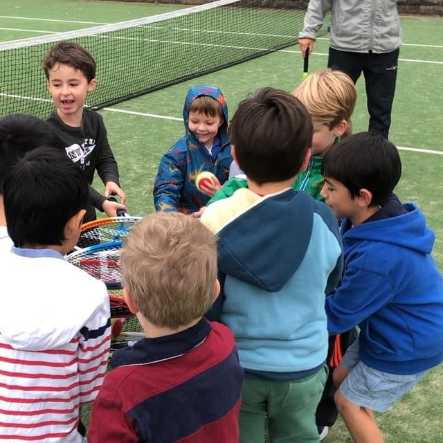 Holiday tennis coaching - Juniors having fun - Holiday camps Tennis4you